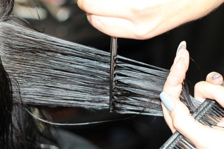 Haareschneiden für gesundes Haar